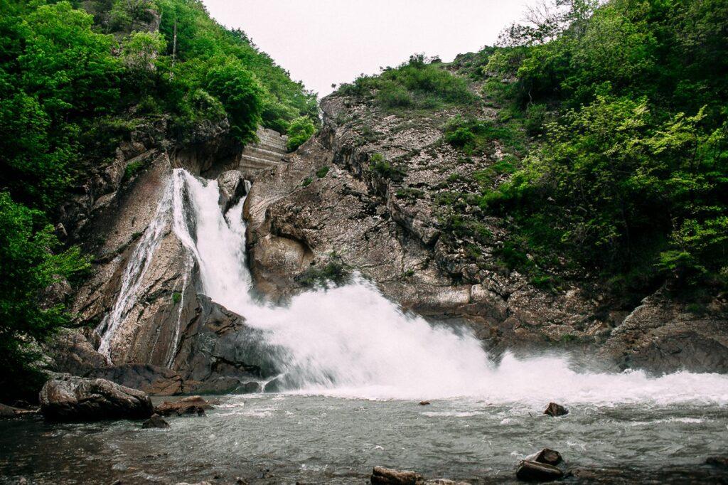 Хучнинские водопады и крепость .